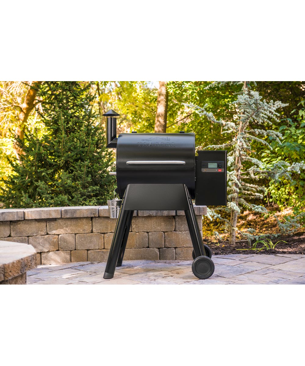 Traeger Pro Series 575 Smart Pellet Grill and Smoker with WiFIRE Wifi Technology, Black