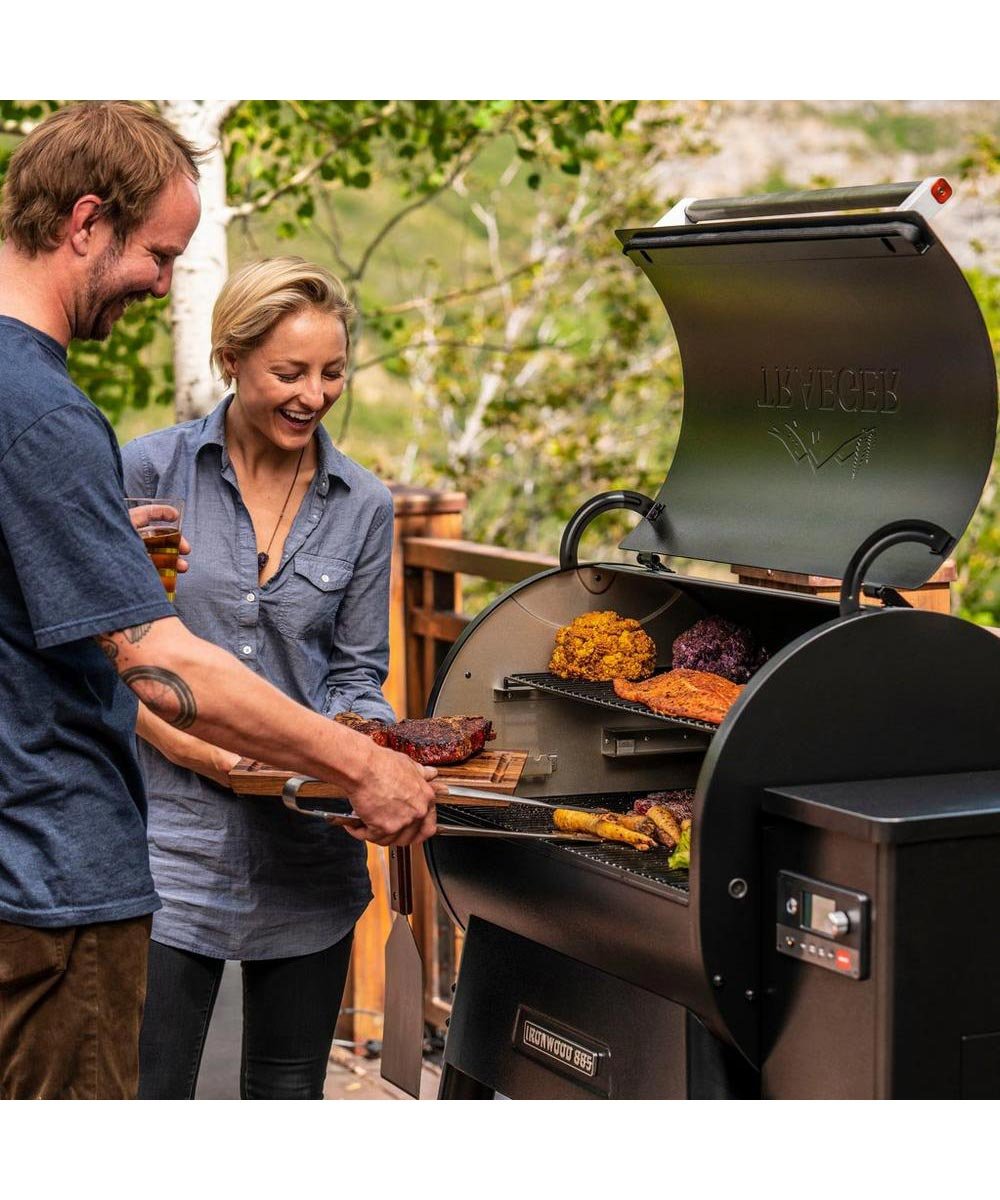 Traeger Ironwood 885 Smart Pellet Grill and Smoker with WiFIRE Wifi Technology & Pellet Sensor, Black