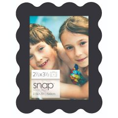 2.5 x 3.5 in. Black Scallop Edge Magnetic Picture Frame